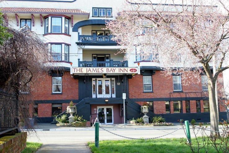 هتل THE JAMES BAY INN در کانادا