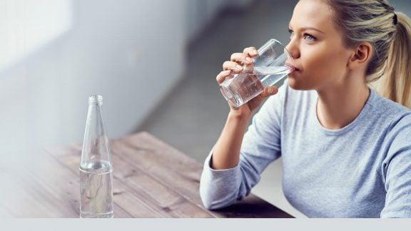 بهترین زمان برای آشامیدن آب چه موقع است و چه تأثیری در بدن خواهد داشت؟