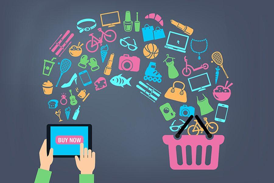 فروشگاههای اینترنتی در ایران سابقه چندانی ندارند و اولین این فروشگاهها به شکلی که از یک فروشگاه واقعی اینترنتی سراغ داریم دیجی کالا بود .