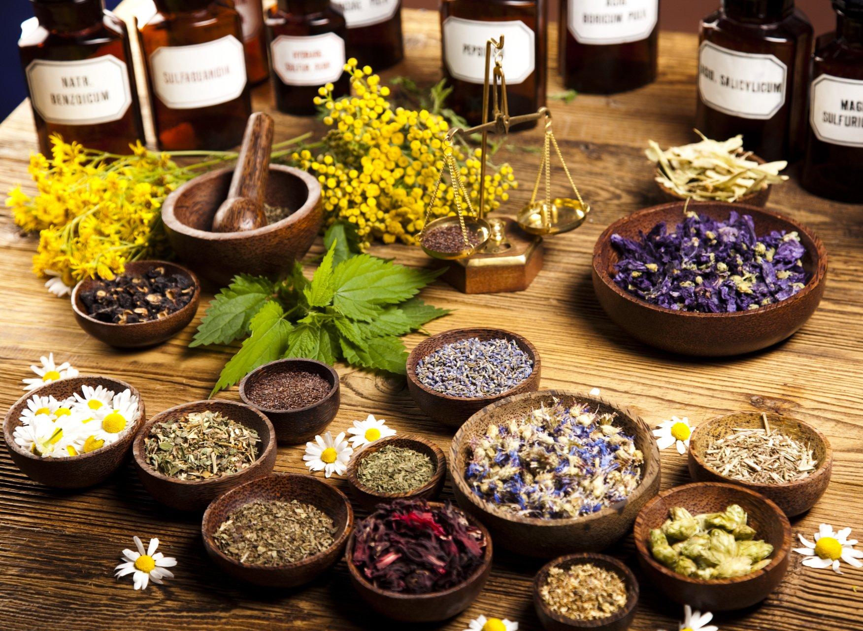 قفسه گیاهان دارویی-گیاهان مختلف را خشک و نگهداری کنید