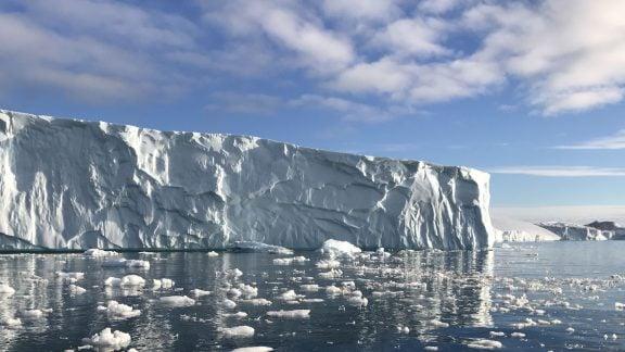 رکورد از بین رفتن یخهای گرینلند شکسته شد؛ 12.5 میلیارد تن در یک روز