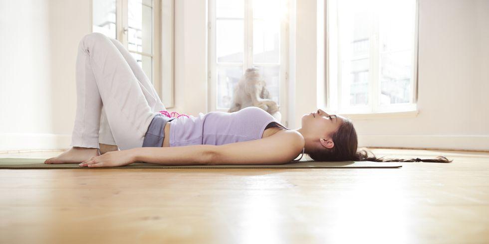 استراحت سازنده از 10 حرکت برتر یوگا
