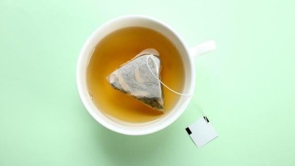 نوشیدن چای کیسهای باعث ورود میلیاردها ذره میکروپلاستیک به بدن میشود
