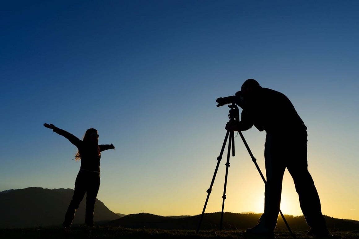 10. یک عکاس حرفه ای استخدام کنید-عکاسی در سفر