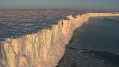 جدا شدن کوه یخی از قطب جنوب
