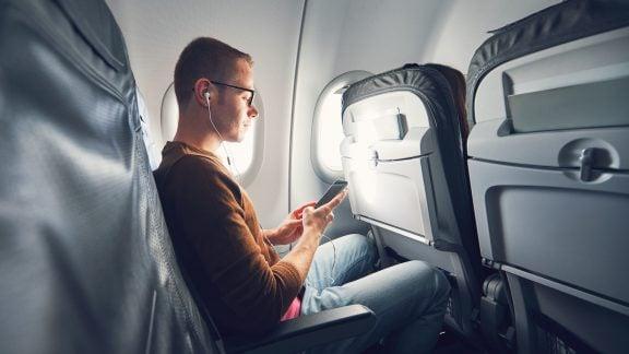 آیا پرواز با هواپیما ایمنتر از رانندگی با اتومبیل است؟ (بررسی ایمنی پرواز)