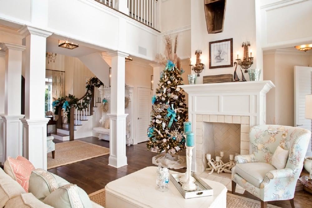 عناصر طبیعی در درخت کریسمس با تزیین ساحلی