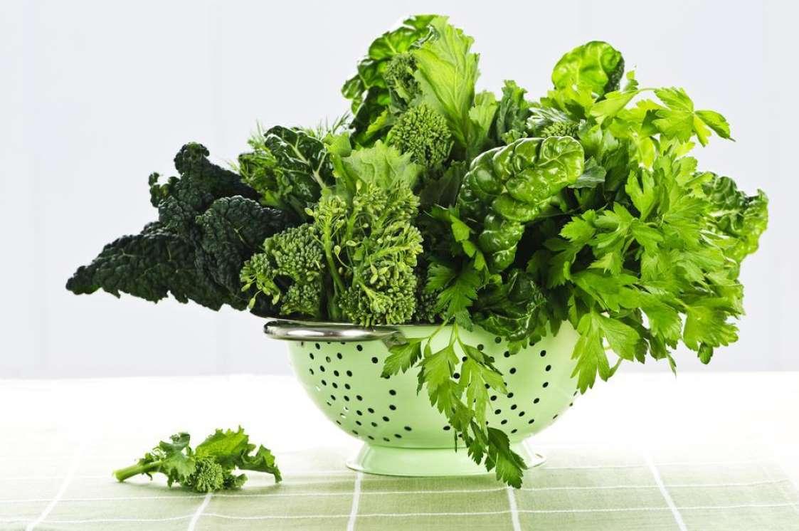 10 خوراکی دوران بارداری - 4. برگهای سبز