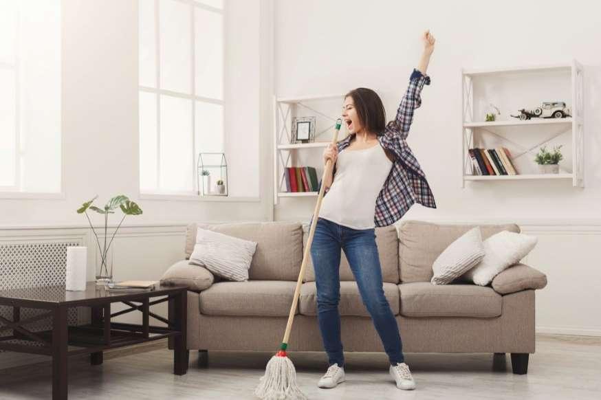 5 ترفند ضدعفونی وسایل خانه - 2. نوعی تی تهیه کنید که بتوانید آن را با ماشین لباسشویی بشویید