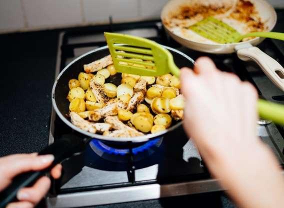 10 دلیل رایج خراب کردن خوراک مرغ - 7. شما به مرغ خود فضای کافی برای نفس کشیدن نمیدهید